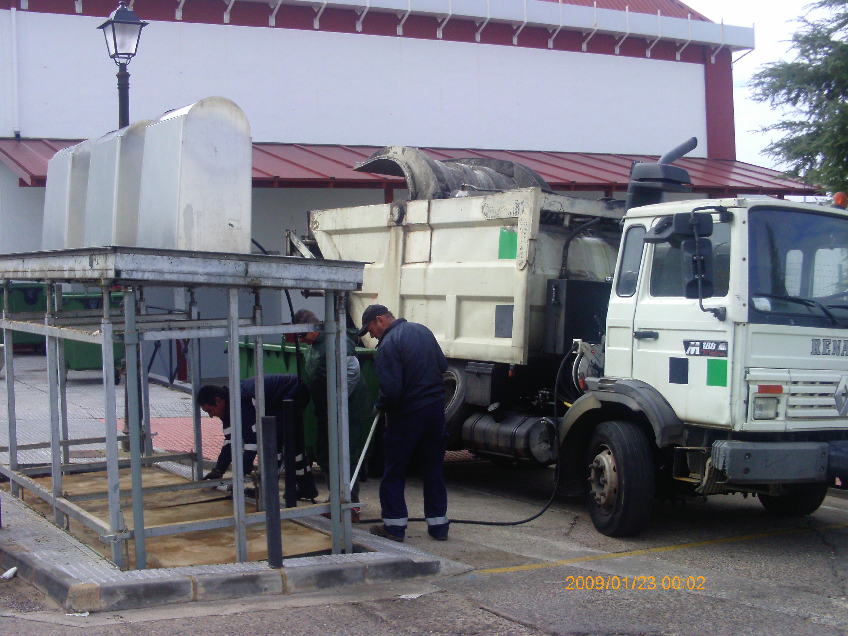 El Ayuntamiento instala 30 contenedores de 1.100 litros en los puntos donde se encuentran soterrados