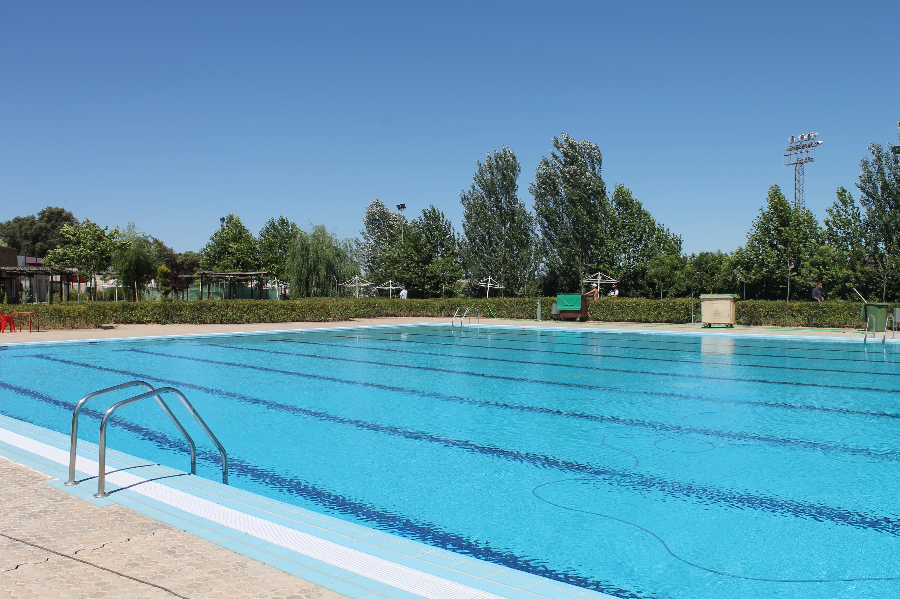 se prepara la temporada de ba os en la piscina municipal